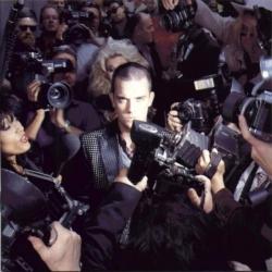 Robbie Williams - Life Thru A Lens